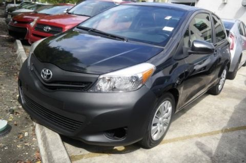 Pre-Owned 2013 Toyota Yaris LE FWD 3D Hatchback