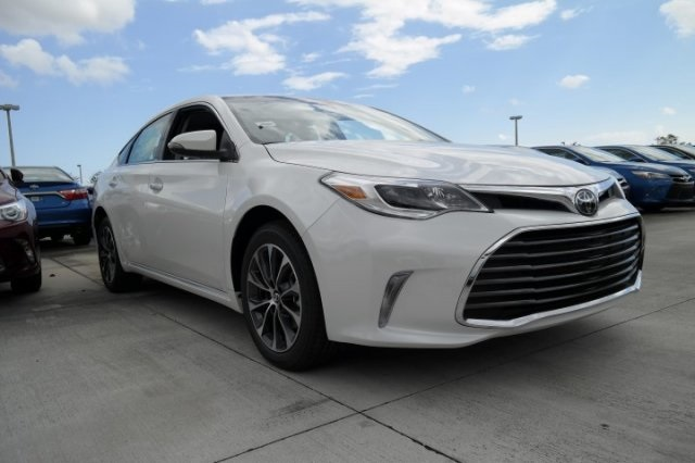 new 2017 toyota avalon xle plus 4d sedan in miami 94015. Black Bedroom Furniture Sets. Home Design Ideas